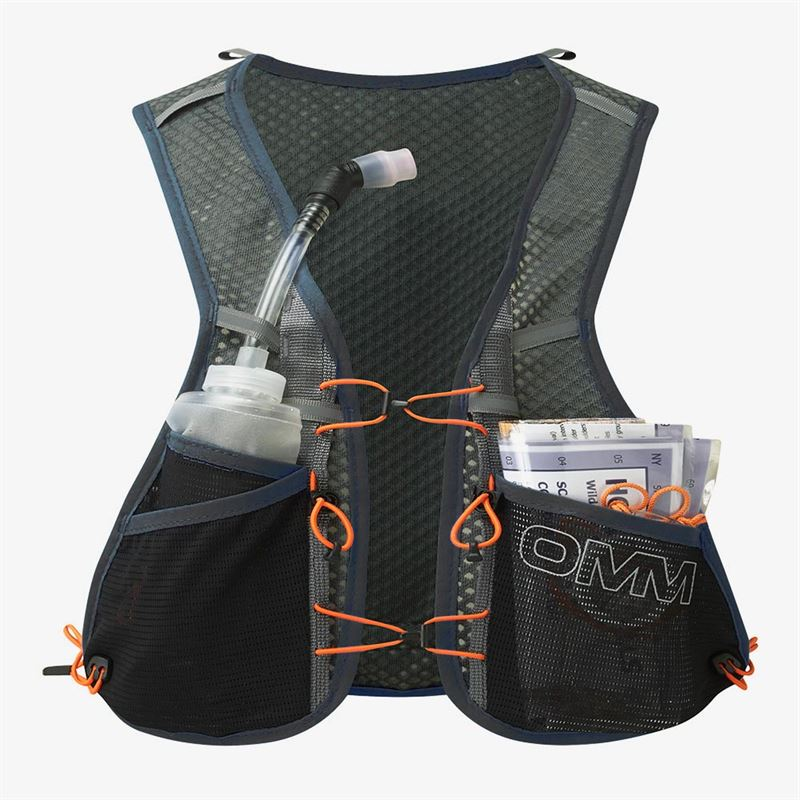 OMM Trailfire Vest Black in use